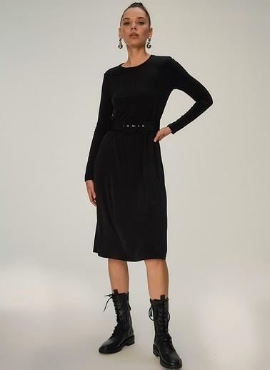 NGSTYLE Örme Kemer Detaylı Elbise Siyah